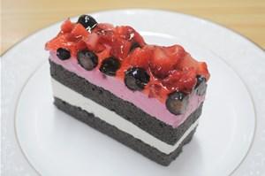 ハイポー イチゴとブルーベリーのケーキ