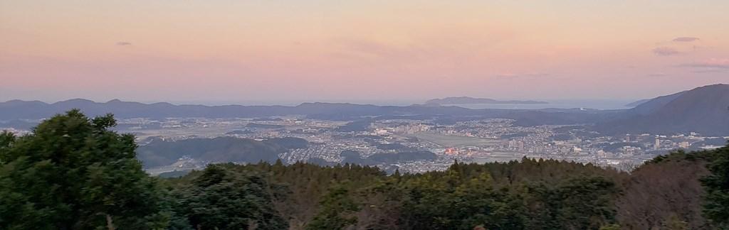 初日の出登山。新立山(権現山)山頂からの景色。