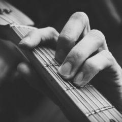 ギターの生演奏が聴けるログハウスレストラン