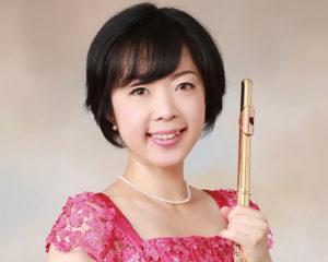 フルート奏者、津田明子。くらしき作陽大学音楽学部卒業。パリ・エコールノルマル音楽院、フランス国立アルジャントゥイユ音楽院修了。
