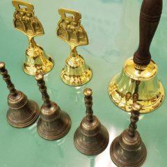 ダイキャスト鋳造製法で作られた客席ハンドベル